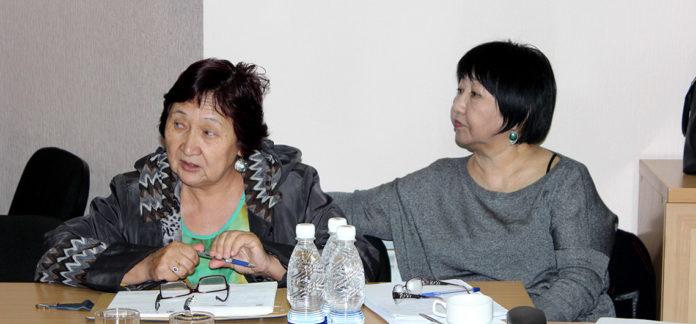 Photo: Aziza Abdurasulova and Tolekan Ismailova, via vof.kg